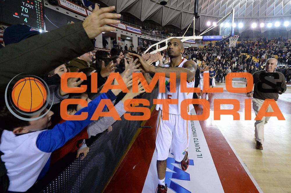 DESCRIZIONE : Campionato 2013/14 Acea Virtus Roma - Sutor Montegranaro<br /> GIOCATORE : Phil Goss<br /> CATEGORIA : Esultanza Pubblico<br /> SQUADRA : Acea Virtus Roma<br /> EVENTO : LegaBasket Serie A Beko 2013/2014<br /> GARA : Acea Virtus Roma - Sutor Montegranaro<br /> DATA : 18/01/2014<br /> SPORT : Pallacanestro <br /> AUTORE : Agenzia Ciamillo-Castoria / GiulioCiamillo<br /> Galleria : LegaBasket Serie A Beko 2013/2014<br /> Fotonotizia : Campionato 2013/14 Acea Virtus Roma - Sutor Montegranaro<br /> Predefinita :
