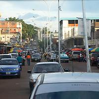 Calle Orinoco en centro de Puerto Ayacucho, estado Amazonas, Venezuela. ©Jimmy Villalta