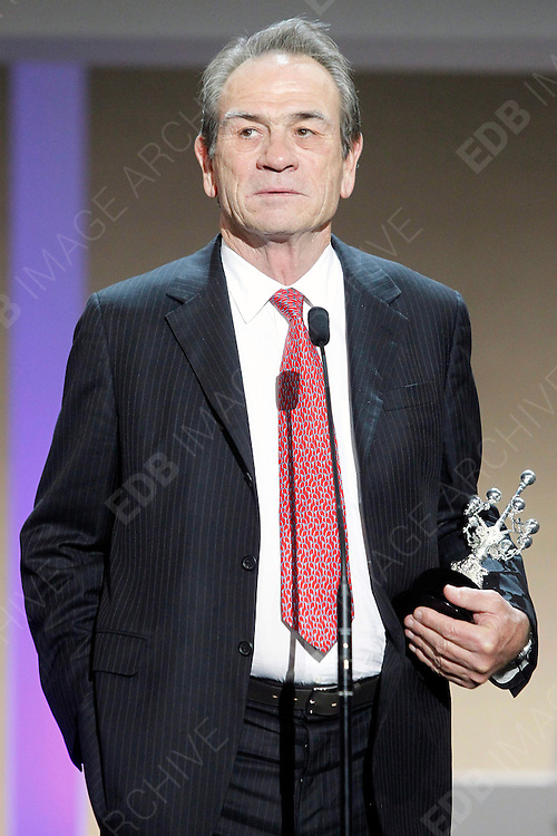 28.SEPTEMBER.2012. SAN SEBASTIAN<br /> <br /> TOMMY LEE JONES RECIEVES A DONOSTIA AWARD AT EL KURSAAL IN SAN SEBASTIAN<br /> <br /> BYLINE: EDBIMAGEARCHIVE.CO.UK<br /> <br /> *THIS IMAGE IS STRICTLY FOR UK NEWSPAPERS AND MAGAZINES ONLY*<br /> *FOR WORLD WIDE SALES AND WEB USE PLEASE CONTACT EDBIMAGEARCHIVE - 0208 954 5968*
