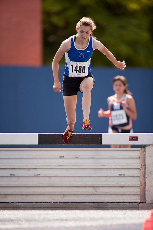 Toronto, Ontario ---04/06/09--- Haley Cadwallader    competes at the 2009 OFSAA Track and Field Championships at the University of Toronto, June 4, 2009..GEOFF ROBINS Mundo Sport Images