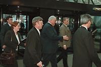 11 JAN 2001, BERLIN/GERMANY:<br /> Helmut Kohl (M), CDU, Bundeskanzler a.D., auf dem Weg zum Kongress der Europaeischen Volkspartei, EVP, Hotel Intercontinental<br /> IMAGE: 20010111-01/01-02
