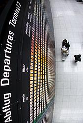THEMENBILD - Airport Muenchen, Franz Josef Strauß (IATA: MUC, ICAO: EDDM), Der Flughafen Muenchen zählt zu den groessten Drehkreuzen Europas, rund 100 Fluggesellschaften verbinden ihn mit 230 Zielen in 70 Laendern, im Bild Passagiere vor der Abflug Informationstafel // THEME IMAGE, FEATURE - Airport Munich, Franz Josef Strauss (IATA: MUC, ICAO: EDDM), The airport Munich is one of the largest hubs in Europe, approximately 100 airlines connect it to 230 destinations in 70 countries. picture shows: Passengers before the flight information board, Munich, Germany on 2012/05/06. EXPA Pictures © 2012, PhotoCredit: EXPA/ Juergen Feichter