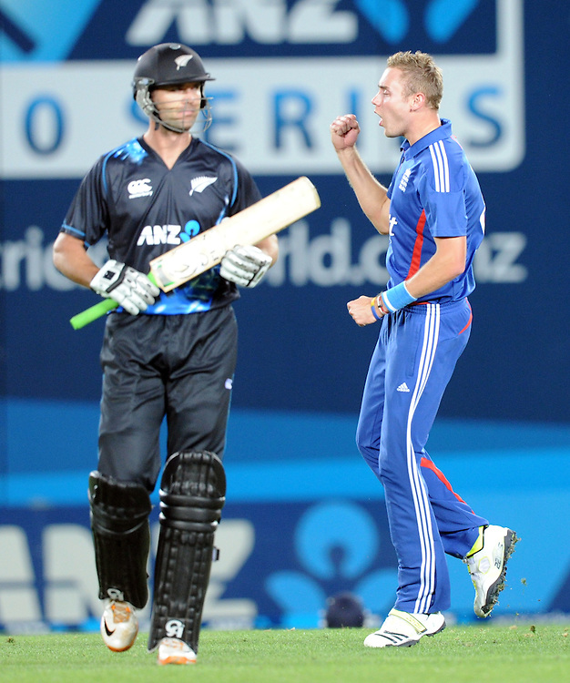 Engalnd's Stuart Broad, right, celebrates the dismissal of New Zealand's James Franklin for 8 in the Twenty 20 cricket match at Eden Park, Auckland, New Zealand, Saturday, February 09, 2013. Credit:SNPA / Ross Setford