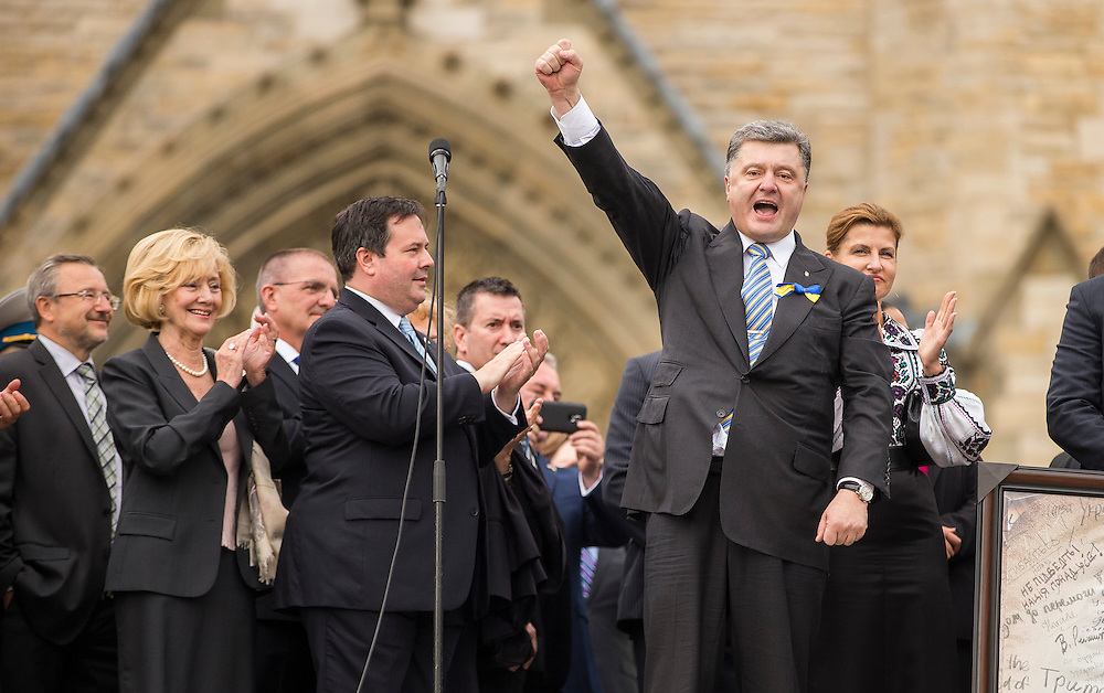 Ukrainian President Petro Poroshenko speaks to supporters of Ukraine during a rally on Parliament Hill in Ottawa during his first official visit to Canada, September 17, 2014.<br /> AFP/GEOFF ROBINS/STR
