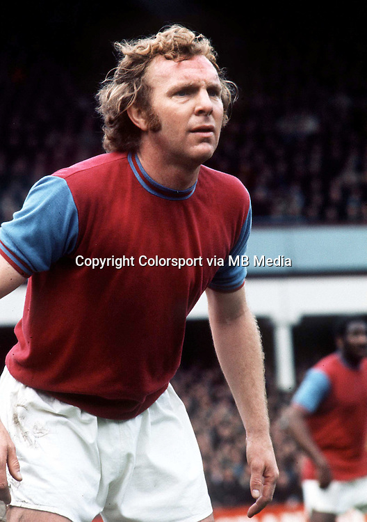 Bobby Moore (West Ham United) 20/4/73 West Ham United v Southamptonn. Credit : Colorsport.