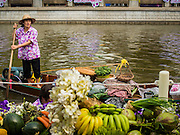 12 FEBRUARY 2015 - BANGKOK, THAILAND: A vendor poles her boat along Khlong Phadung Krung Kasem, a 5.5 kilometre long canal dug as a moat around Bangkok in the 1850s. The floating market opened at the north end of the canal near Government House, which is the office of the Prime Minister. The floating market was the idea of Thai Prime Minister General Prayuth Chan-ocha. The market will be open until March 1.    PHOTO BY JACK KURTZ