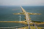 Nederland, Noord-Holland, Den Oever, 14-07-2008; waterkering tussen Waddenzee en IJsselmeer (rechts, voorheen Zuiderzee); aanleg van de dijk vormde onderdeel Zuiderzeewerken, initiatief van ingenieur Cornelis Lely; in de dijk de Stevinsluizen, spuisluizen - uitwaterende sluizen; het 'eiland' heet Robbenplaat;.Schutsluizen schutsluis. .luchtfoto (toeslag); aerial photo (additional fee required); .foto Siebe Swart / photo Siebe Swart