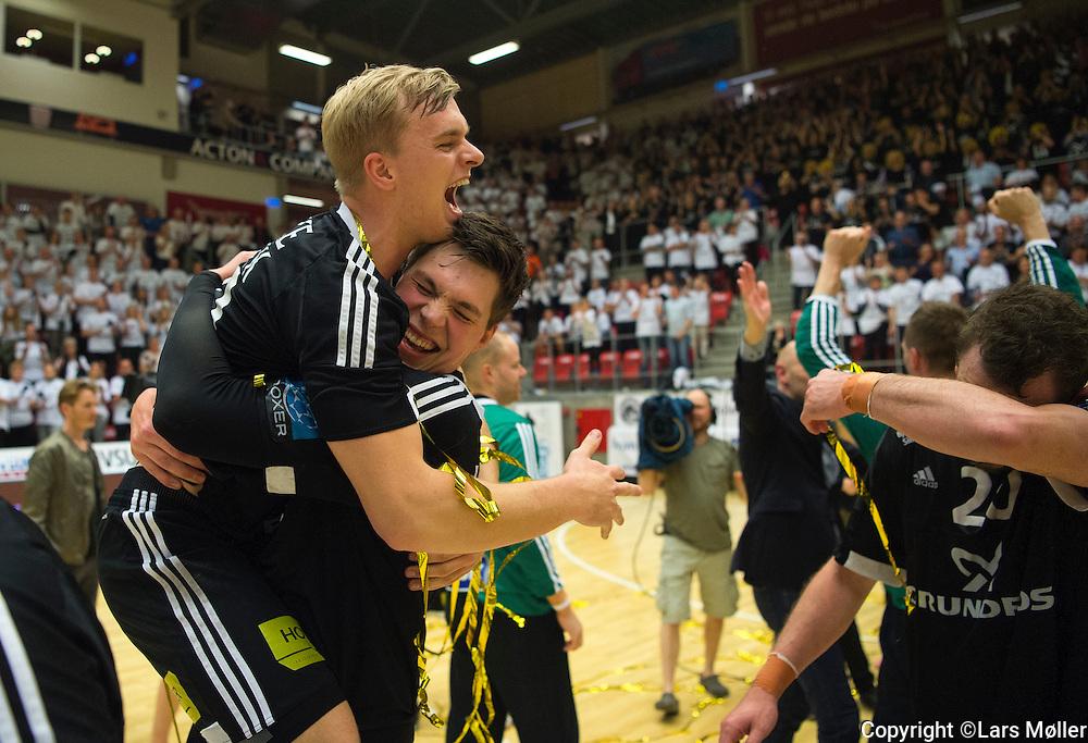 DK:<br /> 20160529, Holstebro, Danmark:<br /> H&aring;ndbold Boxer Herreligaen DM Finale: Team Tvis Holstebro-BSV (Bjerringbro Silkeborg Voel). Johan Hansen, BSV, Kristian Krag &Oslash;rsted, BSV<br /> Foto: Lars M&oslash;ller<br /> UK: <br /> 20160529, Holstebro, Denmark:<br /> H&aring;ndbold Boxer Herreligaen DM Finale: Team Tvis Holstebro-BSV (Bjerringbro Silkeborg Voel). Johan Hansen, BSV, Kristian Krag &Oslash;rsted, BSV<br /> Photo: Lars Moeller