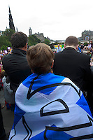 A member of the public appear with a Yes flag.<br /> MP to resume referendum campaign tour. Jim Murphy to make the case for the United Kingdom during his 100 Streets in 100 Days project<br /> Pako Mera/Universal News And Sport (Europe) 02/09/2014
