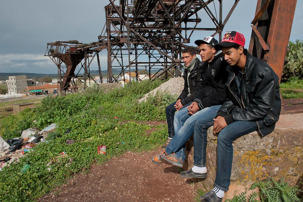 Sejenane is an example of a  Tunisian town that is in the grip of violent Salafis who rule here since April 2011.<br /> Sejenane is a forgotten city: 63% unemployment, poverty is widespread..Wadji Sahbani (19 years), Amir Kilani (21 years) and Bechir Mamalaoui (18 years) are unemployed and occasionally drink beer in the abandoned iron mine. Two of them were beaten by the Salafis because of their alcohol consumption.<br /> <br /> <br /> Sejenane est sous l'emprise des  Salafistes violents qui y font la loi et y ont installé un régime de terreur depuis avril 2011. .Sejenane est une ville oubliée: 63 % de chomage, la pauvreté est omniprésente..Wadji Sahbani (19 ans), Amir Kilani (21 ans)  et Bechir Mamalaoui (18 ans) sont au chomage et boivent de temps en temps des bières sous des structures de la mine de fer  abandonnée. Deux entre eux, Amir et Bechir ont été frappé par des salafistes a cause de l'alcohol. Ils ont peur pour les salafistes.
