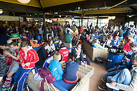 UTRECHT -  Vol clubhuis van Kampong tijdens de finale Veteranen hoofdklasse A dames tussen Kampong en Amsterdam. Kampong wint na shoot out. COPYRIGHT KOEN SUYK