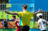 RIO DE JANEIRO  (Brazilië) - Umpire Coen van Bunge  during the poulematch hockey men Belgium v Great Britain (4-1),  tijdens de Olympic Games 2016 <br /> Copyright Koen Suyk