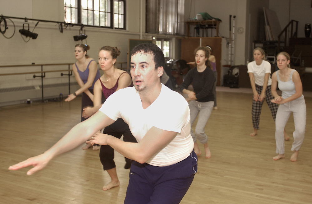 14366Doug Elkins Teaches dancing lesson