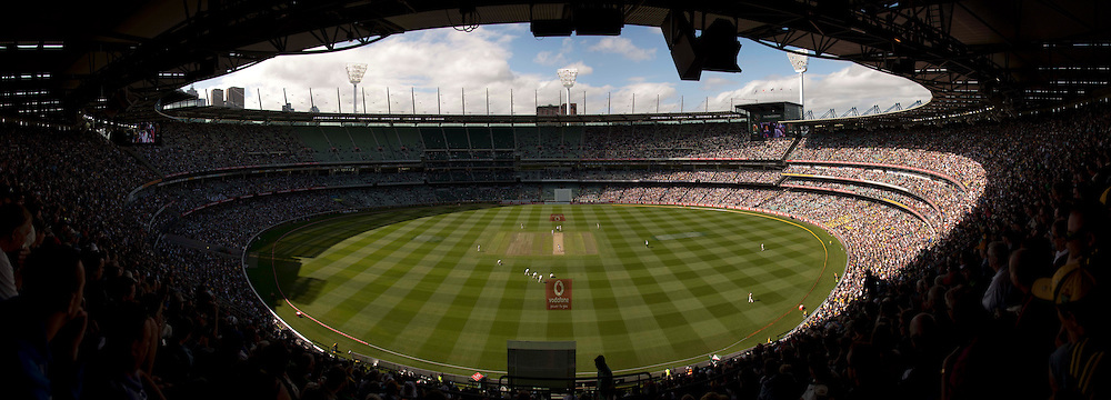 The fourth Ashes test match between Australia and England at the MCG in Melbourne, Australia. Photo: Graham Morris (Tel: +44(0)20 8969 4192 Email: sales@cricketpix.com) 26/12/10