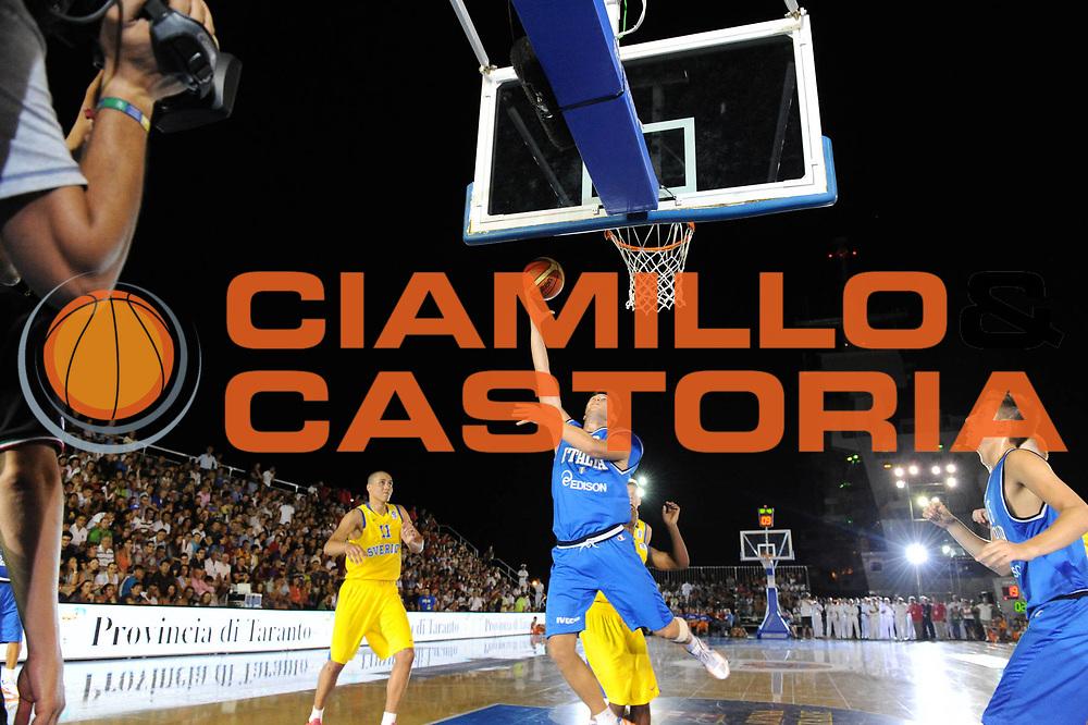 DESCRIZIONE : Taranto Basket On Board sulla portaerei Cavour  Nazionale Italia Under 18 Maschile Svezia <br /> GIOCATORE : team <br /> CATEGORIA : panoramica azione <br /> SQUADRA : Nazionale Italia Under 18<br /> EVENTO :  Basket On Board sulla portaerei Cavour<br /> GARA : Nazionale Italia Under 18 Maschile Svezia <br /> DATA : 12/07/2012 <br />  SPORT : Pallacanestro<br />  AUTORE : Agenzia Ciamillo-Castoria/GiulioCiamillo<br />  Galleria : FIP Nazionali 2012<br />  Fotonotizia : Taranto Basket On Board sulla portaerei Cavour  Nazionale Italia Under 18 Maschile Svezia <br />  Predefinita :