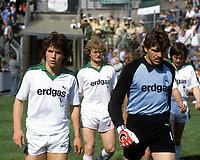 Fotball<br /> Bundesliga Tyskland<br /> Foto: imago/Digitalsport<br /> NORWAY ONLY<br /> <br /> 26.05.1984<br /> <br /> Einmarsch der Gladbacher, v.li.: Lothar Matthäus, Kai-Erik Herlovsen, Torwart Uli Sude, Ewald Lienen (alle Gladbach)