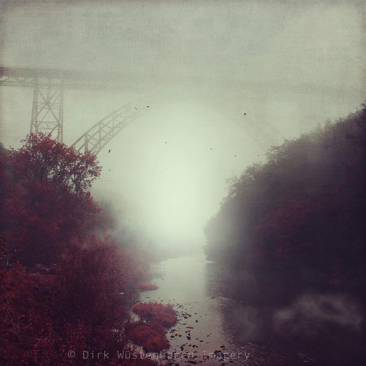Wupper bei M&uuml;ngsten an einem nebligen Morgen - texturierte Fotografie<br /> Redbubble prints: http://rdbl.co/2ellKC1