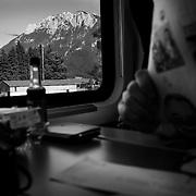M hat in Wien Westbahnhof den Railjet in Richtung Innsbruck bestiegen. Noch einmal 575km westw&auml;rts mit dem Zug. Gegen 18Uhr kommt er in Insbruck an. Eine zehnst&uuml;ndige Reise liegt hinter ihm.<br /> &copy; 2013 Harald Krieg/Agentur Focus
