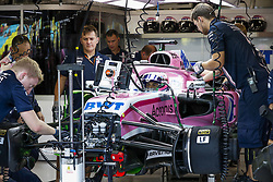 September 14, 2018 - Singapore, Singapore - Motorsports: FIA Formula One World Championship 2018, Grand Prix of Singapore, .Mechanics working on the car of #55 Carlos Sainz jr. (ESP, Renault Sport Formula One Team) (Credit Image: © Hoch Zwei via ZUMA Wire)