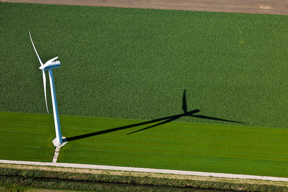 Nederland, Oostelijk Flevoland, Gemeente Dronten, 03-10-2010; Omgeving Biddinghuizen, .windmolen en akker, windmolenpark. Windmill and fields, wind farm..luchtfoto (toeslag), aerial photo (additional fee required).foto/photo Siebe Swart