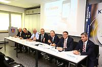 Mannheim. 10.09.15 Mannheim, Ludwigshafen und BASF SE informieren bei Gro&szlig;schadenslagen k&uuml;nftig &uuml;ber gemeinsames Warnsystem KATWARN<br /> <br /> Gemeinsames Warnsystem f&uuml;r weltgr&ouml;&szlig;ten Chemiestandort und angrenzende St&auml;dte<br />  <br /> Mannheim, Ludwigshafen und BASF SE informieren bei Gro&szlig;schadenslagen k&uuml;nftig &uuml;ber KATWARN &ndash; Das Warnsystem benachrichtigt B&uuml;rgerinnen und B&uuml;rger kostenlos per App<br />  <br /> Die St&auml;dte Mannheim und Ludwigshafen sowie der weltgr&ouml;&szlig;te Chemiekonzern BASF SE verwenden k&uuml;nftig das System KATWARN als zus&auml;tzlichen &Uuml;bertragungskanal, um die Menschen bei Gro&szlig;gefahrenlagen zu unterrichten. Mannheims Erster B&uuml;rgermeister und Feuerwehrdezernent Christian Specht, Ludwigshafens Beigeordneter und K&auml;mmerer Dieter Feid sowie Rolf Haselhorst, Leiter der BASF-Werkfeuerwehr, stellten am Donnerstag, 10. September 2015, vor, wie die Zusammenarbeit der drei Partner bei der Verwendung des Warnsystems erfolgt und welche Informationsm&ouml;glichkeiten es in Krisenf&auml;llen mit KATWARN gibt.<br /> <br /> Bild: Markus Pro&szlig;witz 10SEP15 / masterpress (Bild ist honorarpflichtig)