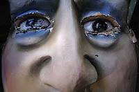 MASCHERA IN CARTAPESTA.<br /> Il carnevale di Gallipoli &egrave; tra i pi&ugrave; noti della Puglia. La sua tradizione &egrave; antichissima ed &egrave; documentata, oltre che in atti e documenti settecenteschi, anche da radici folcloristiche che affondano le origini in epoca medioevale, tramandate fino ad oggi dallo spirito popolare. La prima edizione (per come la conosciamo) risale al 1941; nel 2014 sar&agrave; l&rsquo;edizione numero 73.<br /> La manifestazione carnascialesca &egrave; organizzata dall&rsquo; Associazione Fabbrica del Carnevale, nata nel febbraio 2013 con la finalit&agrave; di&nbsp;organizzare, promuovere e riportare in auge il Carnevale della Citt&agrave;&nbsp;di Gallipoli. L&rsquo;Associazione raccoglie al suo interno i maestri cartapestai Gallipolini e tanti giovani artisti, che vogliono valorizzare il Carnevale della citt&agrave; bella. Presidente dell&rsquo;Associazione &egrave; Stefano Coppola.<br /> La manifestazione ha inizio il 17 gennaio, giorno di sant'Antonio Abate (te lu focu = del fuoco), con la Grande Festa del Fuoco, quando si accende con la tradizionale focara, un grande fal&ograve; di rami d'ulivo. L'ultima domenica di carnevale e il marted&igrave; grasso lungo corso Roma, nel centro cittadino, si svolge la sfilata dei carri allegorici in cartapesta e dei gruppi mascherati corso Roma davanti a migliaia di spettatori provenienti da tutta la provincia di Lecce e da citt&agrave; pugliesi. Il tema dell&rsquo;edizione di quest&rsquo;anno &egrave; un omaggio a Walter Elias Disney.<br /> <br /> MASK IN CARDBOARD.<br /> The Carnival of Gallipoli is among the best known of Puglia. Its tradition is very old and is documented , as well as records and documents in the eighteenth century , as well as folkloric roots that sink their roots in medieval times , handed down today by the popular spirit . The first edition dates back to 1941 and in 2014 will be the edition number 73 .<br /> The carnival is organized by the Association of Carnival Fa