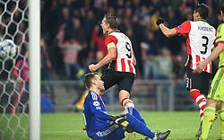 08-12-2015 NED: UEFA CL PSV - CSKA Moskou, Eindhoven<br /> PSV wint met 2-1 en plaatst zich voor de volgende ronde in de CL / Balcontrole bij Luuk de Jong #9 die vervolgens de gelijkmaker 1-1 binnenschiet.