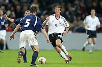 Fotball<br /> EM-kvalifisering<br /> 10.09.2003<br /> Tyskland v Skottland<br /> NORWAY ONLY<br /> Foto: Digitalsport<br /> <br /> FOOTBALL - EURO 2004 - ELIMINATORIES ROUND - GROUP 5 - GERMANY v SCOTLAND - 030910 - FREDI BOBIC (GER) / STEVEN PRESSLEY (SCO) - PHOTO JEAN MARIE HERVIO