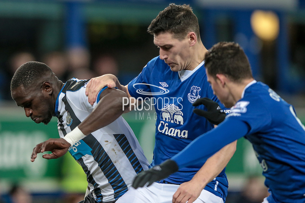 Moussa Sissoko (Newcastle United), Gareth Barry (Everton) during the Barclays Premier League match between Everton and Newcastle United at Goodison Park, Liverpool, England on 3 February 2016. Photo by Mark P Doherty.