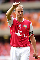 Photo: Daniel Hambury.<br />Arsenal v Ajax. Dennis Bergkamp Testimonial. 22/07/2006.<br />Arsenal's Dennis Bergkamp waves goodbye to Arsenal.