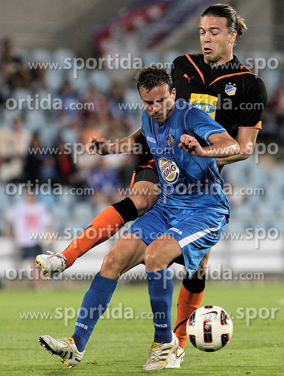 19.08.2010, Getafe, Coliseum Alfonso Perez, ESP, UEFA EL, Getafe vs Apoel Nicosia, im Bild Getafe's Mane Jimenez (f) and Apoel Nicosia's  Esteban Solari, EXPA Pictures © 2010, PhotoCredit: EXPA/ Alterphotos/ Acero / SPORTIDA PHOTO AGENCY