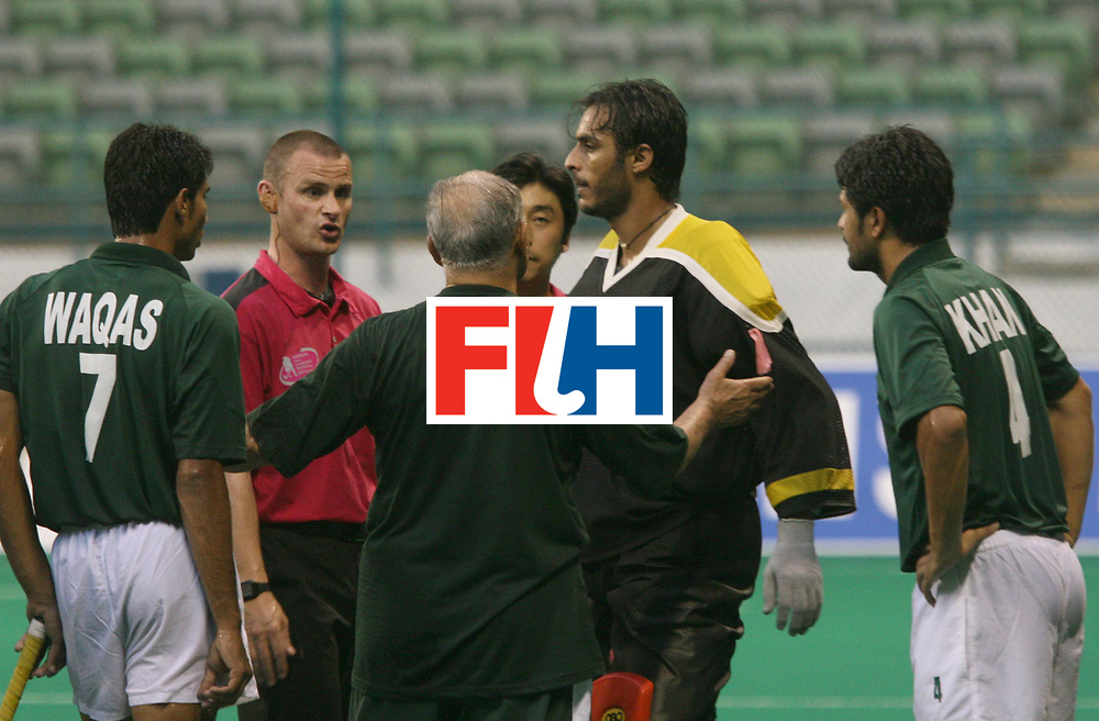 Kuala Lumpur : Salman Akbar captain and Imran Khan (ext right) of Pakistan were shown yellow cards for cheating the umpire in their match against Great Britain in the Samsung Hockey Men Champions Trophy at the National Stadium, Bukit Jalil, Malaysia on 05 Dec 2007. <br /> Spain beat Australia 3-2.<br /> Photo:GNN/Vino John