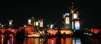 Feature Skyline Frankfurt a. M.          Zur Feier der Fussball-Weltmeisterschaft werden in Frankfurt am Main nachts ueberdimensionale Fotos der vergangenen Fussball-Weltmeisterschaften auf die Skyline der Stadt projeziert, untermalt mit Musik und Lichteffekten. Hier werden die Nationalflaggen der an der Fussball-Weltmeisterschaft teilnehmeenden Nationen gezeigt.