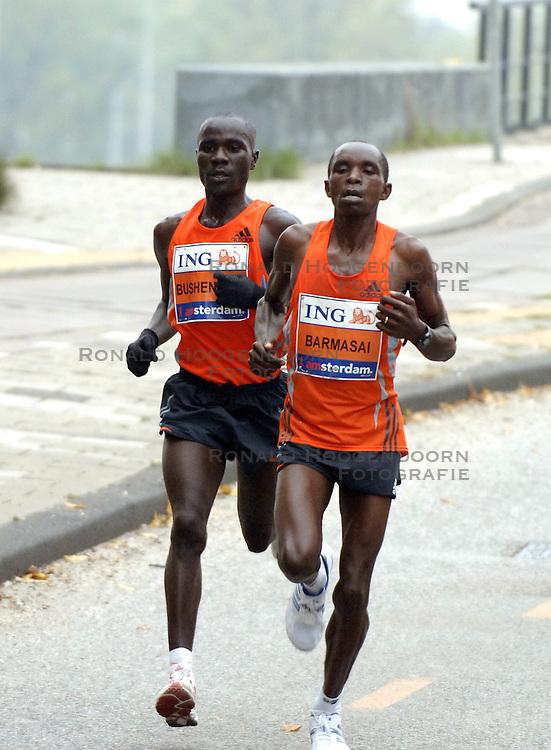 15-10-2006 ATLETIEK: MARATHON AMSTERDAM: AMSTERDAM<br /> Winnaar Solomon Bushendich (l) en nummer twee Bernard Barmasai zondag op weg naar de finish bij de Amsterdam Marathon<br /> &copy;2006: WWW.FOTOHOOGENDOORN.NL