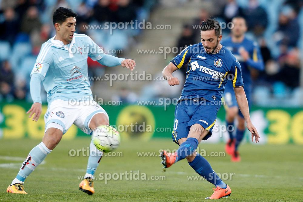 27.02.2016, Estadio Balaidos, Vigo, ESP, Primera Division, Getafe CF vs RC Celta, 26. Runde, im Bild Getafe's Pablo Sarabia (r) and Celta de Vigo's Pablo Hernandez // during the Spanish Primera Division 26th round match between Getafe CF and RC Celta at the Estadio Balaidos in Vigo, Spain on 2016/02/27. EXPA Pictures &copy; 2016, PhotoCredit: EXPA/ Alterphotos/ Acero<br /> <br /> *****ATTENTION - OUT of ESP, SUI*****
