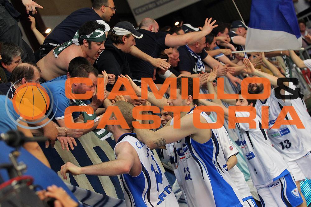 DESCRIZIONE : Cantu Lega A 2009-10 NGC Medical Cantu Cimberio Varese<br /> GIOCATORE : Team NGC Medical Cantu Tifosi<br /> SQUADRA : NGC Medical Cantu<br /> EVENTO : Campionato Lega A 2009-2010 <br /> GARA : NGC Medical Cantu Cimberio Varese<br /> DATA : 01/05/2010<br /> CATEGORIA : Ritratto Esultanza<br /> SPORT : Pallacanestro <br /> AUTORE : Agenzia Ciamillo-Castoria/G.Cottini<br /> Galleria : Lega Basket A 2009-2010 <br /> Fotonotizia : Cantu Campionato Italiano Lega A 2009-2010 NGC Medical Cantu Cimberio Varese<br /> Predefinita :