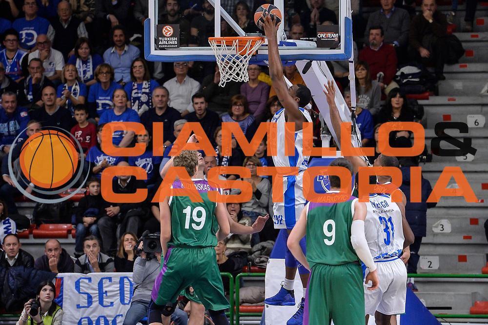 DESCRIZIONE : Eurolega Euroleague 2015/16 Gir.D Dinamo Banco di Sardegna Sassari - Unicaja Malaga<br /> GIOCATORE : Jarvis Varnado<br /> CATEGORIA : Schiacciata Controcampo<br /> SQUADRA : Dinamo Banco di Sardegna Sassari<br /> EVENTO : Eurolega Euroleague 2015/2016<br /> GARA : Dinamo Banco di Sardegna Sassari - Unicaja Malaga<br /> DATA : 10/12/2015<br /> SPORT : Pallacanestro <br /> AUTORE : Agenzia Ciamillo-Castoria/L.Canu
