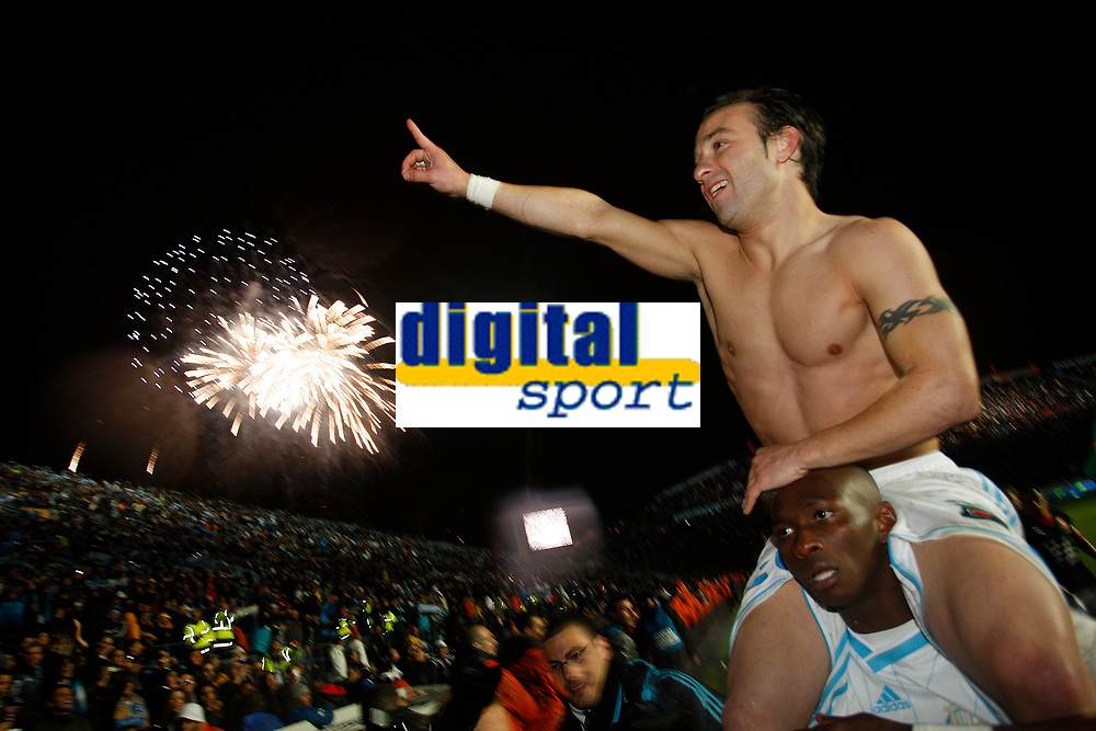 FOOTBALL - FRENCH CHAMPIONSHIP 2009/2010 - L1 - OLYMPIQUE MARSEILLE v STADE RENNAIS - 5/05/2010 - PHOTO PHILIPPE LAURENSON / DPPI - CELEBRATION MATHIEU AND STEPHANE MBIA (OM) AFTER WINNING THE FRENCH'S LIGUE 1 CHAMPIONSHIP