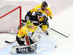 19.10.2012, Albert Schultz Eishalle, Wien, AUT, EBEL, UPC Vienna Capitals vs Graz 99ers, 13. Runde, im Bild Matthew Zaba, (UPC Vienna Capitals, #1) und Philippe Lakos, (UPC Vienna Capitals, #4) // during the Erste Bank Icehockey League 13th Round match betweeen UPC Vienna Capitals and Graz 99ers at the Albert Schultz Ice Arena, Vienna, Austria on 2012/10/19. EXPA Pictures © 2012, PhotoCredit: EXPA/ Thomas Haumer