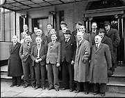 03/12/1952<br /> 12/03/1952<br /> 03 December 1952<br /> Beet Growers Association meeting at Buswells Hotel, Dublin. Group image of the members of the Association, who attended the meeting outside the hotel.