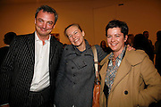 STEFAN RATIBOR, ALANNAH WESTON AND Beth Derbyshire. New work by Cecily Brown. Gagosian. Brittania St. London. 31 March 2006. ONE TIME USE ONLY - DO NOT ARCHIVE  © Copyright Photograph by Dafydd Jones 66 Stockwell Park Rd. London SW9 0DA Tel 020 7733 0108 www.dafjones.com
