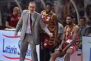DESCRIZIONE : Cremona Lega A 2015-16 Play Off gara 1 Vanoli Cremona Umana Reyer Venezia <br /> GIOCATORE : De Raffaele Walter<br /> CATEGORIA :  Coach Fair play <br /> SQUADRA : Umana Reyer Venezia<br /> EVENTO : Campionato Lega A 2015-2016 GARA : Vanoli Cremona vs Umana Reyer Play Off gara 1<br /> DATA : 08/05/2016 <br /> SPORT : Pallacanestro <br /> AUTORE : Agenzia Ciamillo-Castoria/I.Mancini<br /> Galleria : Lega Basket A 2015-2016 Fotonotizia : Cremona Lega A 2015-16 PlayOff Gara 1  Vanoli Cremona Umana Reyer Venezia