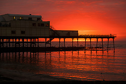 © Licensed to London News Pictures. 26/09/2018. <br /> Aberystwyth, UK. A fiery sunset over the silhouetted seaside pier in Aberystwyth on the west wales coast, heralding a few days of warm sunny weather <br /> Photo credit: Keith Morris/LNP