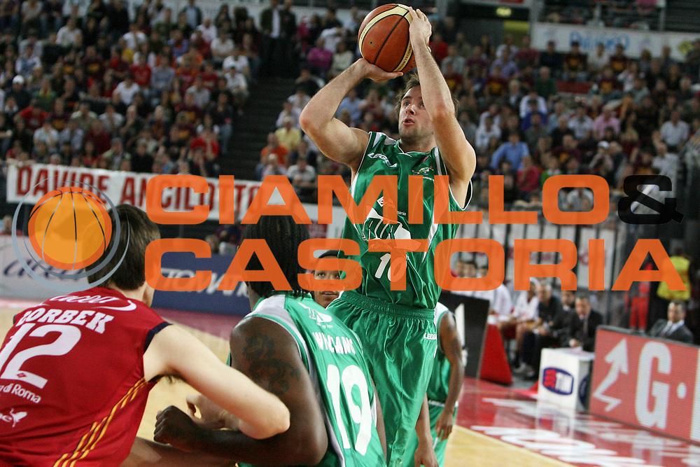 DESCRIZIONE : Roma Lega A1 2007-08 Playoff Semifinale Gara 1 Lottomatica Virtus Roma Air Avellino<br /> GIOCATORE : Daniele Cavaliero<br /> SQUADRA : Air Avellino<br /> EVENTO : Campionato Lega A1 2007-2008 <br /> GARA : Lottomatica Virtus Roma Air Avellino<br /> DATA : 23/05/2008 <br /> CATEGORIA : tiro<br /> SPORT : Pallacanestro <br /> AUTORE : Agenzia Ciamillo-Castoria/E.Castoria<br /> Galleria : Lega Basket A1 2007-2008 <br /> Fotonotizia : Roma Campionato Italiano Lega A1 2007-2008 Playoff Semifinale Gara 1 Lottomatica Virtus Roma Air Avellino<br /> Predefinita :