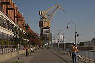 Argentina. Buenos Aires. PUERTO MADEIRO the old recycled docks have turned into the trendiest urban project  Buenos Aires -    / nouveau quartier des docks. PUERTO MADEIRO, le vieux quartier des docks est devenu le nouveau quartier le plus moderne et le plus branche de la capitale  Buenos Aires - Argentine  R041