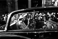 Regina Elisabetta II di Gran Bretagna con il marito il principe Filippo il Duca di Edimburgo nel corso di una visita reale a Roma il 14 ottobre1980, nella seconda visita di Stato  in Italia.<br /> Queen Elizabeth II of Great Britain with her husband Prince Philip the Duke of Edinburgh during a royal visit to Rome on 14 ottobre1980, the second State visit  to Italy. Location: Via Condotti, Rome, Italy