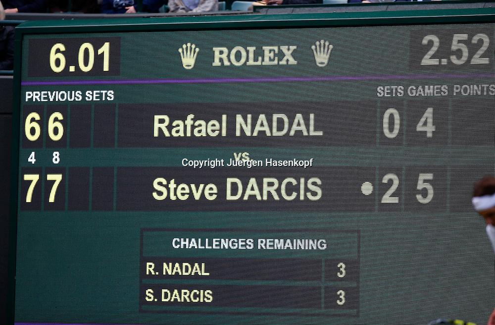 Wimbledon Championships 2013, AELTC,London,<br /> ITF Grand Slam Tennis Tournament, Anzeigetafel auf Court Nummer 1 mit dem Spielstand kurz vor der Niederlage in der ersten Runde  von Rafael nadal (ESP) gegen Steve Darcis (BEL), Querformat,Feature,