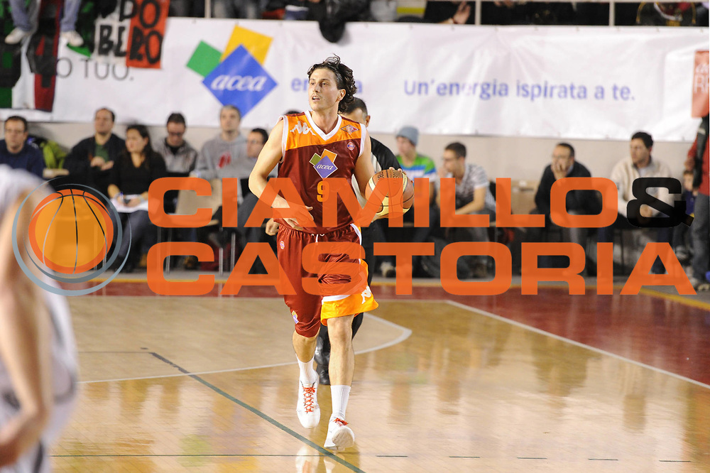 DESCRIZIONE : Roma Lega A 2011-12 Acea Virtus Roma Pepsi Caserta<br /> GIOCATORE : Marco Mordente<br /> CATEGORIA : palleggio<br /> SQUADRA : Acea Virtus Roma<br /> EVENTO : Campionato Lega A 2011-2012<br /> GARA : Acea Virtus Roma Pepsi Caserta<br /> DATA : 03/12/2011<br /> SPORT : Pallacanestro<br /> AUTORE : Agenzia Ciamillo-Castoria/GiulioCiamillo<br /> Galleria : Lega Basket A 2011-2012<br /> Fotonotizia : Roma Lega A 2011-12 Acea Virtus Roma Pepsi Caserta<br /> Predefinita :