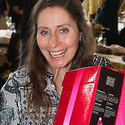 NLD/Amsterdam/20160321 - The Strong Woman Award 2016, Pia Douwes krijgt doos van Rituals