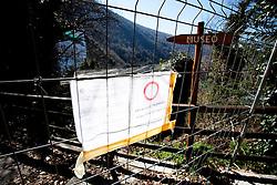 Monticchio Laghi (PZ) 12.03.2011 - Il degrado dei laghi di Monticchio (PZ). Una delle strade di accesso all'Abbazia di San Michele chiusa per pericolo di crolli.